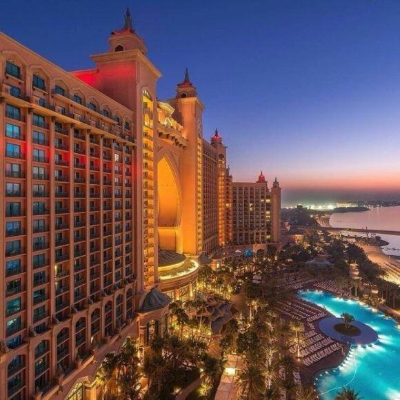 دبي في المساء