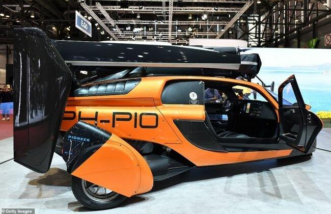 """سيتم الكشف عن أول سيارة في العالم يمكنها الطيران والقيادة """"بسرعة قصوى تبلغ 200 ميل في الساعة في الهواء و 100 ميل في الساعة على الأرض  بتكلفة قدرها 599000 دولار"""