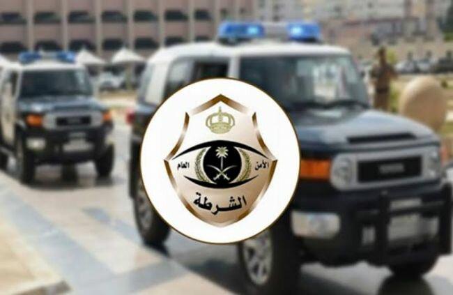 القبض على ثلاثة أشخاص قاموا بسرقة المركبات والسطو على المتاجر بالرياض