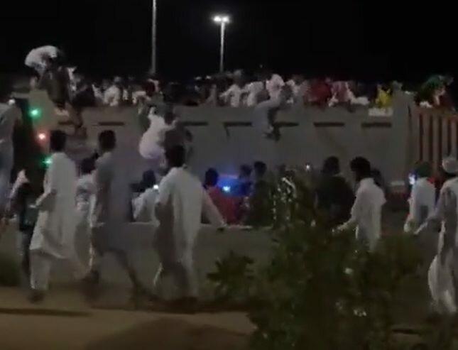 شرطة حائل: إنزال أشخاص ظهروا في مقطع وهم يصعدون على شاحنة أثناء سيرها .. والقبض على قائدها