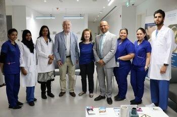 مقيمة بريطانية في الـ75 تخضع لجراحة زرع قرنية ناجحة في دولة الإمارات