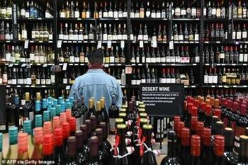تقرير : الأمريكيون يبتدعون الكوكتيلات الكحولية لمواجهة فيروس كورونا