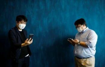 شركة يابانية تبدأ بتطوير ماسك للوجه متصل بالإنترنت يترجم الحديث إلى 8 لغات