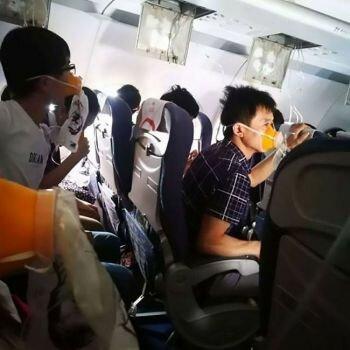 نوافذ متصدعة على طائرة بوينج تحمل 178 راكبًا مما أدى إلى هبوط إضطراري في الصين
