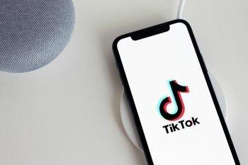 لماذا طلبت شركة Amazon من موظفيها حذف تطبيق TikTok ؟!