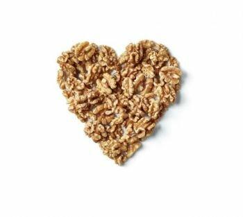 دراسة تربط بين تناول نصف مقدار يومي من المكسرات وبين تقليل خطر الإصابة بأمراض القلب والأوعية الدموية