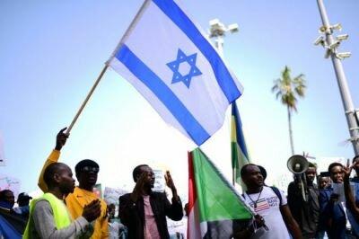 رفع أسم السودان من قائمة الدول الراعية للإرهاب يلحقها تطبيع سوداني مع إسرائيل