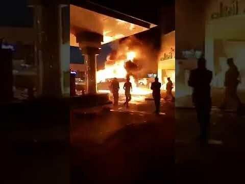 شاب يقتحم بسيارته النيران لإنقاذ آخرين