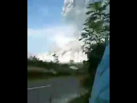 لحظة انفجار بركان #سينابونج في #اندونيسيا