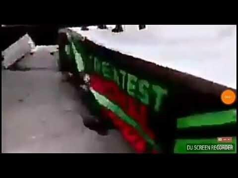 سقوط كوميدي لـ «مصارع ضخم» قبل دخوله حلبة WWE بالسعودية