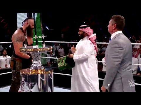 """لحظة تتويج """"تركي آل الشيخ""""للفائز ببطولة الرويال رامبا WWE"""